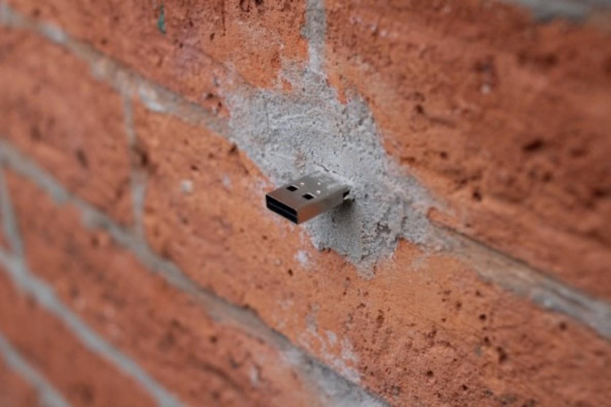 Dead Drops, USB en pared